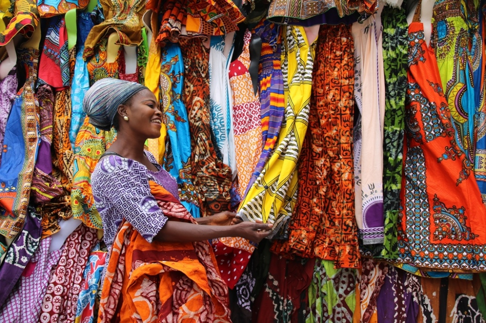 wax-prints-lady-in-the-market